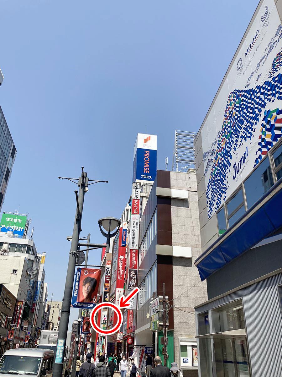 「みずほ銀行」まで到着されましたら左折いただき、通り沿いを進んでください。